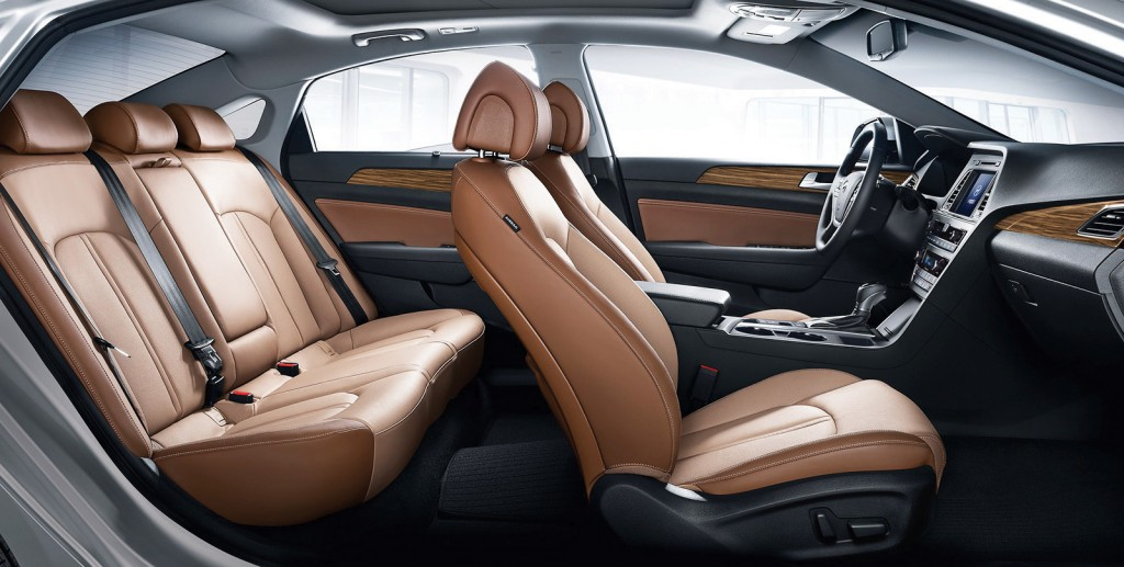 The 2015 Sonata's cabin remains a class leader with spacious seating and extensive use of soft-touch materials. It leaves the impression of a more expensive vehicle.