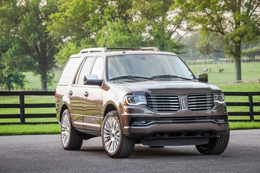 A newly designed hood conceals the biggest change in the Lincoln Navigator's history: a twin-turbocharged V6 that replaces the longstanding V8 engine.