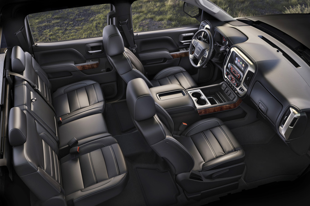 The Sierra HD Denali's cabin exudes a sense of craftsmanship that's rare even among the high-priced luxury pickups it competes with.