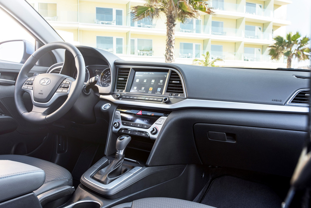 A clear, easy-to-access 7-inch touchscreen puts new technology at your fingertips in the 2017 Elantra.