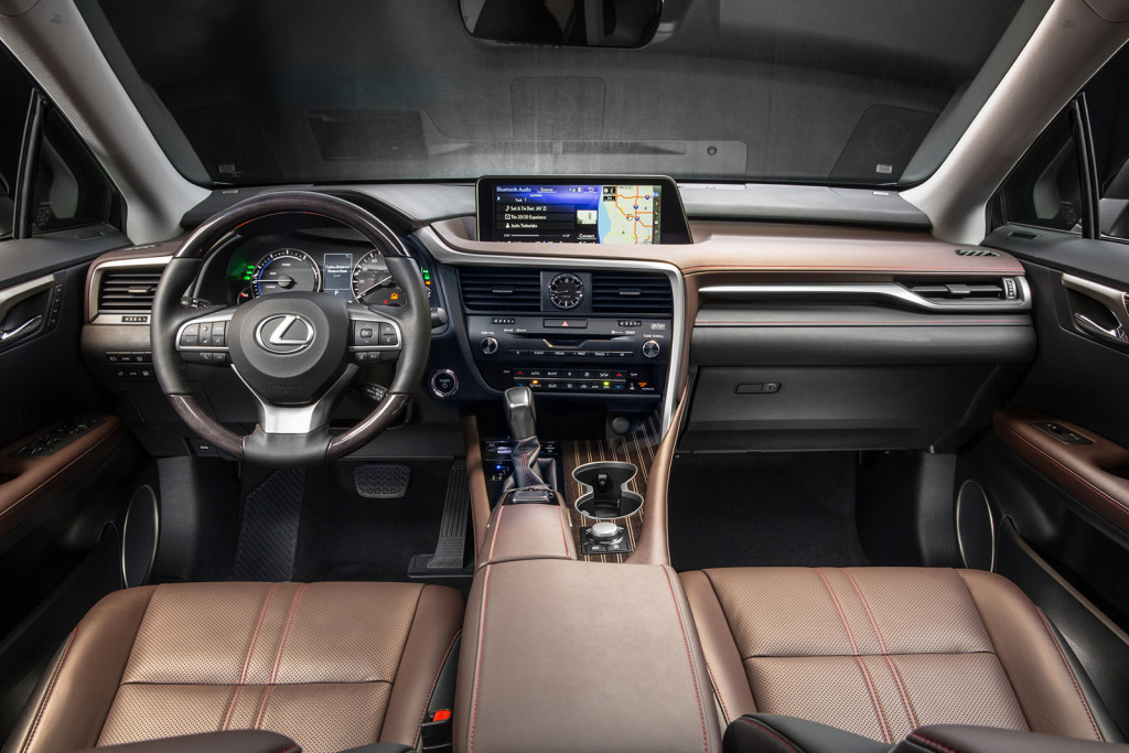 A huge, optional 12.3-inch screen dominates the dashboard of the new RX. It offers a smart design that can be operated in split-screen mode and is located in the most logical spot for driving safety: up high, near the windshield.
