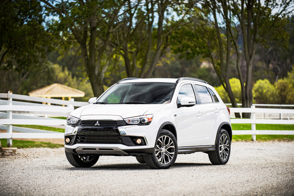 The Mitsubishi Outlander Sport gets an updated body for 2016 that includes a sleek new grille design and HID headlamps that make it look more contemporary.